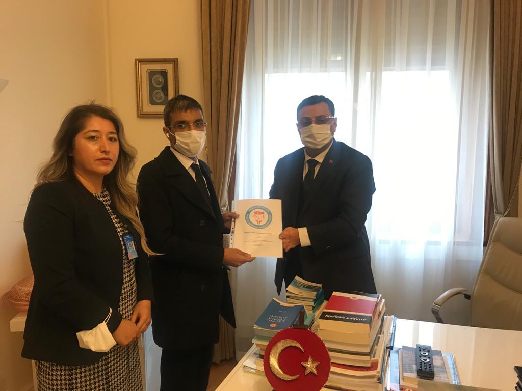 görselde ak parti milletvekili Serkan bayram, genel başkanımız resul partici ve kadın kolları genel başkanımız eylül güneş meral yer almaktadır.